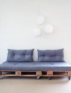 Sofa aus Paletten kann man ganz leicht bauen!