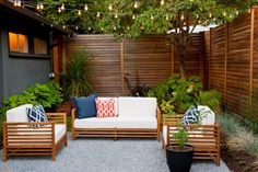 """Design Ideas for Outdoor Privacy Walls, Screen and Curtains As the old saying goes, """"Good fences make good neighbors."""" Take a look at these ingenious ways to keep your neighbor's watchful eye out of your backyard. Privacy Wall Outdoor, Diy Privacy Fence, Privacy Fence Designs, Privacy Screens, Patio Privacy Screen, Garden Privacy, Garden Gazebo, Patio Ideas For Privacy, Outdoor Decorative Screens"""