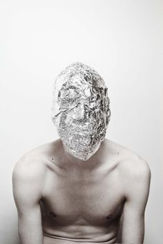 I like this photo because they have covers up his face with tinfoil so it looks cool. No Face, Zine, Portrait Photography, Fashion Photography, Artistic Photography, Photography Ideas, Homo, Hidden Face, Eiko Ishioka