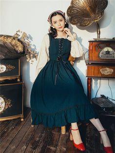 Old Fashion Dresses, Old Dresses, Cheap Dresses, Fashion Outfits, Pretty Outfits, Pretty Dresses, Cute Outfits, Aesthetic Fashion, Aesthetic Clothes