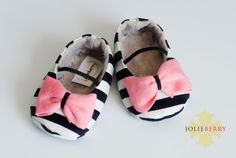 MAYA baby girl shoe. Cream, Black stripe. Pink bow on Etsy, $27.95