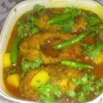 Assamese Fish Curry: A lip smacking fish curry with the flavours of mustard and marinated potatoes and tomatoes.