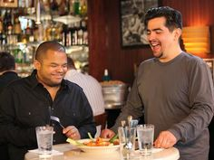 I kind of love Heat Seekers and Chef Aaron. I would never be able to do what they do, though. No way. #aaron #roger #foodnetwork