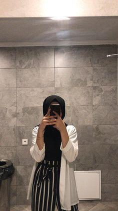 Hijab Fashion 720927852839364203 - Source by lylydebieche fashion hijab Hijab. Ab muscles word conjures Tesettür Mont Modelleri 2020 outfit Source by Hijab Casual, Hijab Chic, Casual Outfits, Classy Outfits, Modern Hijab Fashion, Street Hijab Fashion, Muslim Fashion, Modest Fashion, Aesthetic Fashion