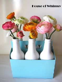 House of Whimsy: Inexpensive DIY Centerpieces. A 6 pack of your favorite soda in bottles, some Rust-Oleum Ultra Cover spray paint and voila, gorgeous DIY centerpieces for any sort of entertainment! Fun Crafts, Diy And Crafts, Bottles And Jars, Beer Bottles, Soda Bottles, Glass Bottles, Painted Bottles, Best Baby Bottles, Bottle Centerpieces