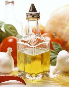 Aceite de girasol para rehogar las verduras para el borshch.