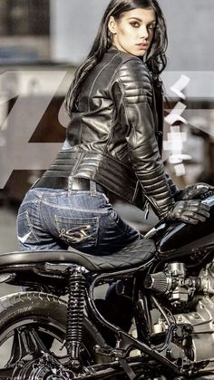 Hardcore Biker - Cafe racer girl in a fat leather jacket. Motorbike Girl, Motorcycle Outfit, Motorcycle Jacket, Girl Bike, Motorcycle Tips, Lady Biker, Biker Girl, Scooter Moto, Chicks On Bikes