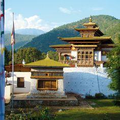 Der Dzong im Tal von Punakha ist eines der beeindruckendsten Bauwerke Bhutans.