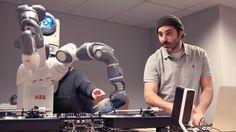 ❝ ABB y Ford muestran en acción su primer robot DJ [VÍDEO] ❞ ↪ Vía: Entretenimiento y Tecnología en proZesa