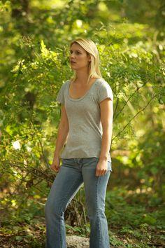 Homeland - Season 1 Episode 7 Still Carrie Mathison, Homeland Season, Spy Shows, Damian Lewis, Morena Baccarin, Claire Danes, Season 1, Thriller
