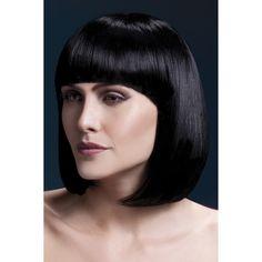 Een bob ziet er fris en stoer uit. Al veel dames zijn er mee gespot. Heb jij het al eens geprobeerd? Als je liever niet direct je haren afknipt om erachter te komen of het jou wel staat, kun je altijd beginnen met een pruik. De zwarte korte pruik van Fever heeft een modern model en een mooie zwarte haarkleur. De haren zijn 33cm lang en bewegen op een natuurlijke manier. Met jouw nieuwe haardos maak je zeker weten een verpletterende indruk.