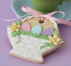 Easter basket cookie - link has a tutorial on how to make
