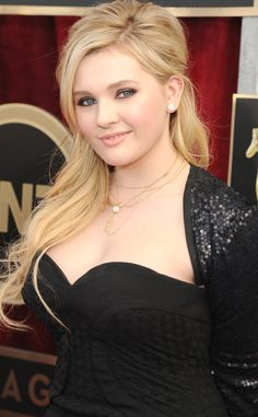 "Abigail Breslin as Annabelle Tompson, mother of Ivy and ward of Jack and Katrina ""Kiki"" McKellan."