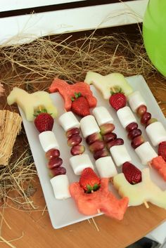 Horse party recipes for a great children's birthday party - Horse birthday party – great ideas for a successful children's birthday! Horse Theme Birthday Party, Cowgirl Birthday, Cowgirl Party, Birthday Party Favors, Horse Party Food, Birthday Snacks, Birthday Cake, Birthday Ideas, Pony Party