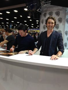 The cast of #TheHobbit signing autographs at #SDCC!