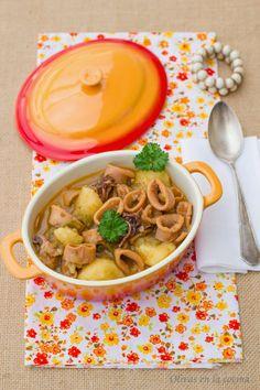 Cazuela de calamares con patatas. Sencilla de preparar y con un resultado delicioso.