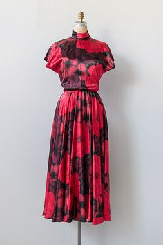 vintage 1970s black cut out red floral silk dress