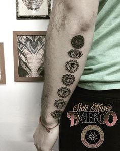 By @tatuajesprat #tattoo #sietemarestattoo #lauropaolini #electricink #portallyon #eurocentro #chakras #tatuajesprat #tattooartist #tattoostudio