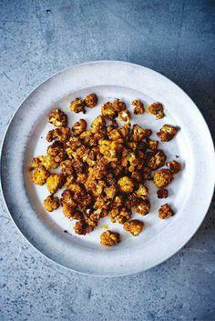 Een verrassend, lekker en #gezond alternatief voor gewone popcorn, deze knapperige #bloemkool #popcorn. Uit 'Het gezonde darmen kookboek'.