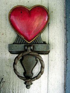 Red Heart Door Knocker by jacklyn Door Knockers Unique, Antique Door Knockers, Door Knobs And Knockers, Keys, Old Doors, Antique Doors, Windows And Doors, Ivy House, Farm House