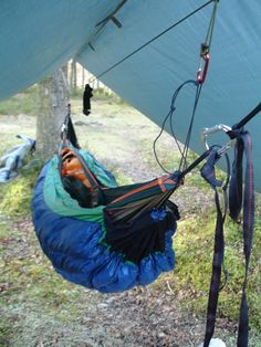 Hammock with ridgeline Tarp and under-quilt etc - Wohnwagen Camping Tarp, Bushcraft Camping, Camping Survival, Outdoor Camping, Camping Hammock, Survival Kit, Survival Skills, Camping Pillows, Camping Equipment