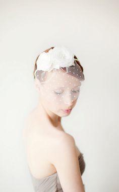 Coiffure mariée, coiffure mariage, accessoire mariage, wedding hairstyle  http://lamarieeencolere.com/post/21837895542/coiffuremariee#