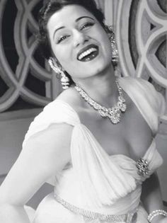 Madhubala one of the most beautiful Indian Actresses of all time Bollywood Cinema, Indian Bollywood Actress, Beautiful Bollywood Actress, Bollywood Stars, Beautiful Indian Actress, Bollywood Fashion, Beautiful Actresses, Indian Actresses, Vintage Bollywood