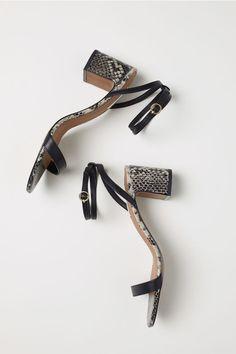 Les 631 meilleures images du tableau Shoes sur Pinterest   Boots ... d817a8845c43