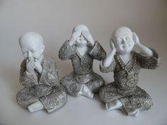 Horen zien en zwijgen boeddha middel groot. http://www.wanwisawebwinkel.nl/index.php/boeddhas/mooie-boeddha-beelden/horen-zien-zwijgen-wit-zilver-detail