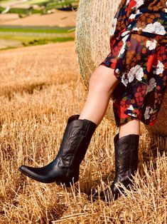 Wild Bohemian Boots Style Floral Dress Made in Italy Shoes Camperos Bohemian Boots, Playing Dress Up, Fashion Boots, Dress Making, Cowboys, Leather Boots, Cowboy Boots, Marc Jacobs, Summer Outfits