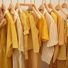 The way you dress and present yourself can change the whole outcome of a meeting. People will take you more seriously if you are dressed for the part! Here are some guidelines to look out for when dressing professionally. Yellow Aesthetic Pastel, Aesthetic Colors, Aesthetic Vintage, Aesthetic Grunge, Aesthetic Fashion, Aesthetic Anime, Photowall Ideas, Yellow Theme, Yellow Walls