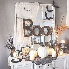 How many Halloween decor fans do we have?!  We love this space created by Laurie @theglamfarmhouse  She blended the spooky with the farmhouse in a great way! . . . #gablelanecrates #homedecortoyourfrontdoor #fallfarmhouse #subbox #inspiration #halloweendecorations #decorbox