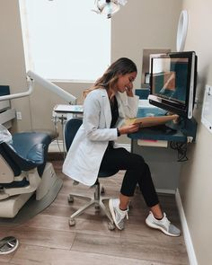 Dental Hygiene School, Medical School, Dental Hygienist, Nurse Aesthetic, Medical Careers, Medical Blogs, Med Student, Female Doctor, Student Motivation