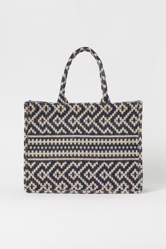 Shopper in a jute and cotton blend with two handles at the top and a zipped inner compartment. Lined. The cotton content of the shopper is organic. Jute, Christian Dior, H&m Bags, Boho Bags, H&m Gifts, Love T Shirt, Shopper, Fashion Company, Neue Trends