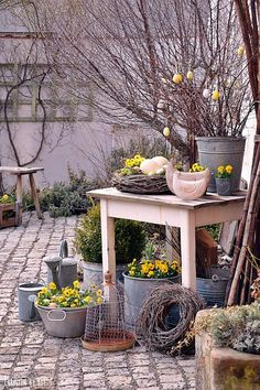 Hof 9 You are in the right place about spring garden planting Here we offer you the most beautiful p Garden Deco, Garden Art, Garden Design, Home And Garden, Jardin Style Shabby Chic, Shabby Chic Patio, Rustic Gardens, Outdoor Gardens, Spring Decoration