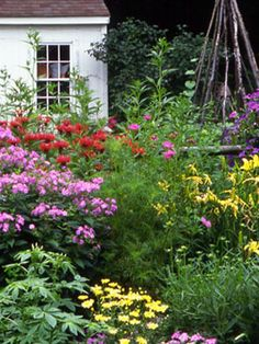 Don't miss these 25 essential gardening tips. #garden