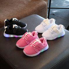 Scarpe bambini 2017 Nuovi Bambini di Modo Calza Con Luce Led luminoso  Raggiante Sneakers Bambino del 2ecea78cc8f