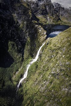 Ruatha's Ice Lake? | Sutherland Falls flowing from Lake Quill, high up in Fiordland