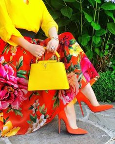 For some women, getting an authentic designer handbag is not something to rush straight into. As these bags can easily be so high priced, most women usually worry over their selections before making an actual ladies handbag acquisition. Modest Fashion, Fashion Dresses, Jw Fashion, Hijab Fashion, Colour Combinations Fashion, Dress For Success, Colorful Fashion, Skirt Outfits, Classy Outfits