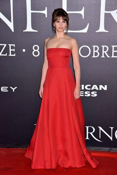 """Felicity Jones in Valentino attends the premiere of """"Inferno"""" held at Opera Di Firenze in Florence, Italy."""