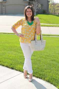 My New Favorite Outfit: Yellow print, white skinnys, and Stella and Dot