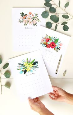 Beautiful floral 2019 calendar & monthly planners with unique painted flowers bouquet designs for each month! Free printable downloads! We also have a gorgeous modern minimal calendar & a 3D calendar ! - A Piece of Rainbow #2019 #calendar #monthlycalendar #2019calendar #calendars #planner #flowers #watercolor #printable #freeprintables #printables #floral #beautiful #newyear