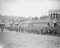 WWI, 10 April 1917, Battle of Arras; Battle of the Scarpe. Infantry of the 37th Div embussing in Arras after the fighting at Monchy-le-Preux. ©IWM Q 6179