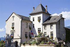 alpes, savoie, lac du bourget, Aix les Bains - Hôtel de Ville et sa fontaine fleurie