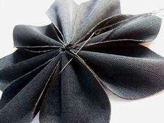 Tuto DIY: Faire des fleurs en tissu faux cuir – AnnyMay Matériel Créatif