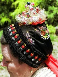 Nógrád county is the core of the Palóc ethnic region. Many people have admired the varied and beautiful headdresses of the Palóc. Easter Festival, Folk Costume, Budapest, Bugs, Ethnic, Captain Hat, Beautiful, Fashion, Moda