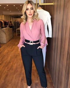How to rock the casual chic look Summer Work Outfits, Casual Work Outfits, Business Casual Outfits, Work Attire, Work Casual, Classy Outfits, Office Outfits Women, Office Attire, Fashion 2018