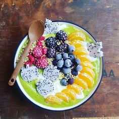 WEBSTA @ vie_kielen - Green smoothie with soy yogurt and narute's candy to start my Monday morning. Havea a great new week! Smoothie Bowl, Smoothies, Clean Recipes, Healthy Recipes, Eat The Rainbow, Monday Morning, Straws, Superfood, Acai Bowl