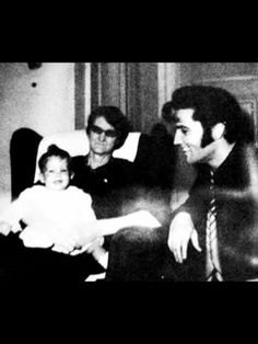 Rare picture of Elvis, Lisa Marie, and Minnie Mae at Graceland.