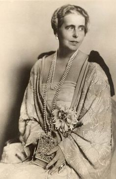 Princess Marie of Edinbirgh, princess of Saschen-Coburg-Gotha, later Queen of Romania. Princess Alexandra, Princess Beatrice, Mary I, Queen Mary, Princess Victoria, Queen Victoria, Michael I Of Romania, Romanian Royal Family, Central And Eastern Europe